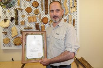 Prof. Wilhelm de Beer receives the SAIF Distinguished Forestry Award